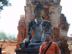 Martijn in front of an old Buddha statue